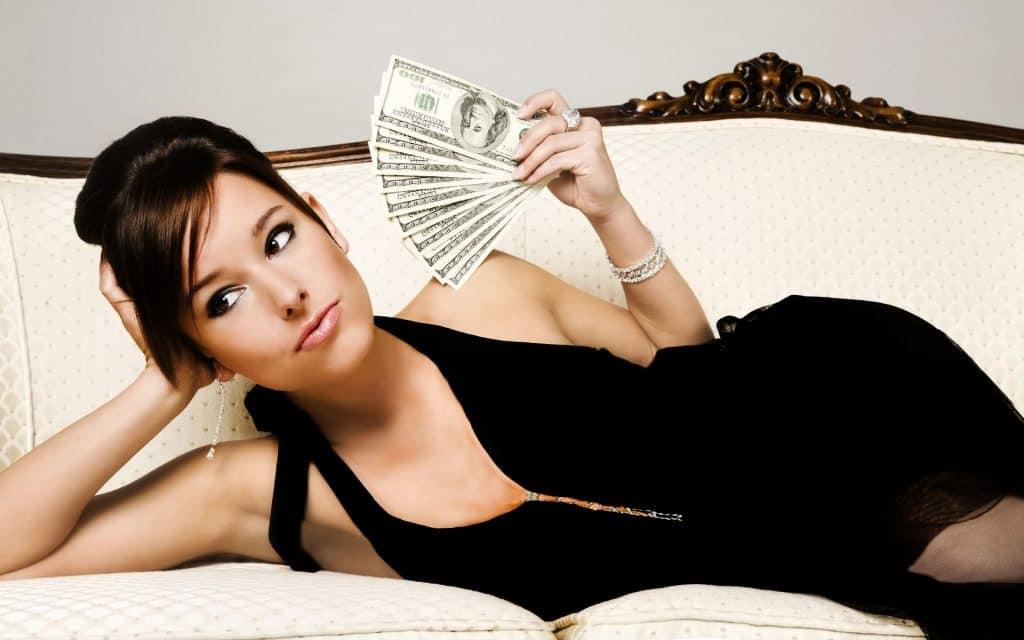 Aleja de ti a una mujer materialista e interesada