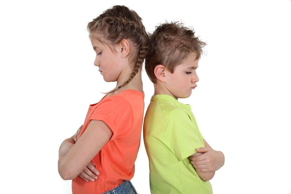 ¿Cómo evitar los celos entre hermanos?