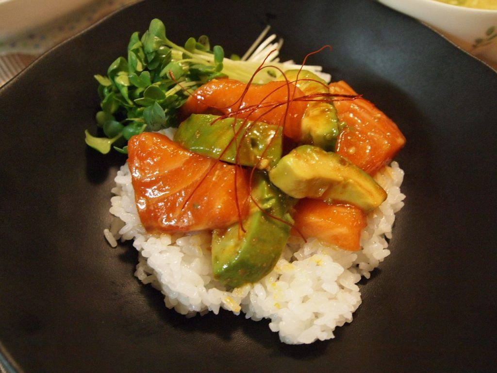 salmon y aguacate superalimentos