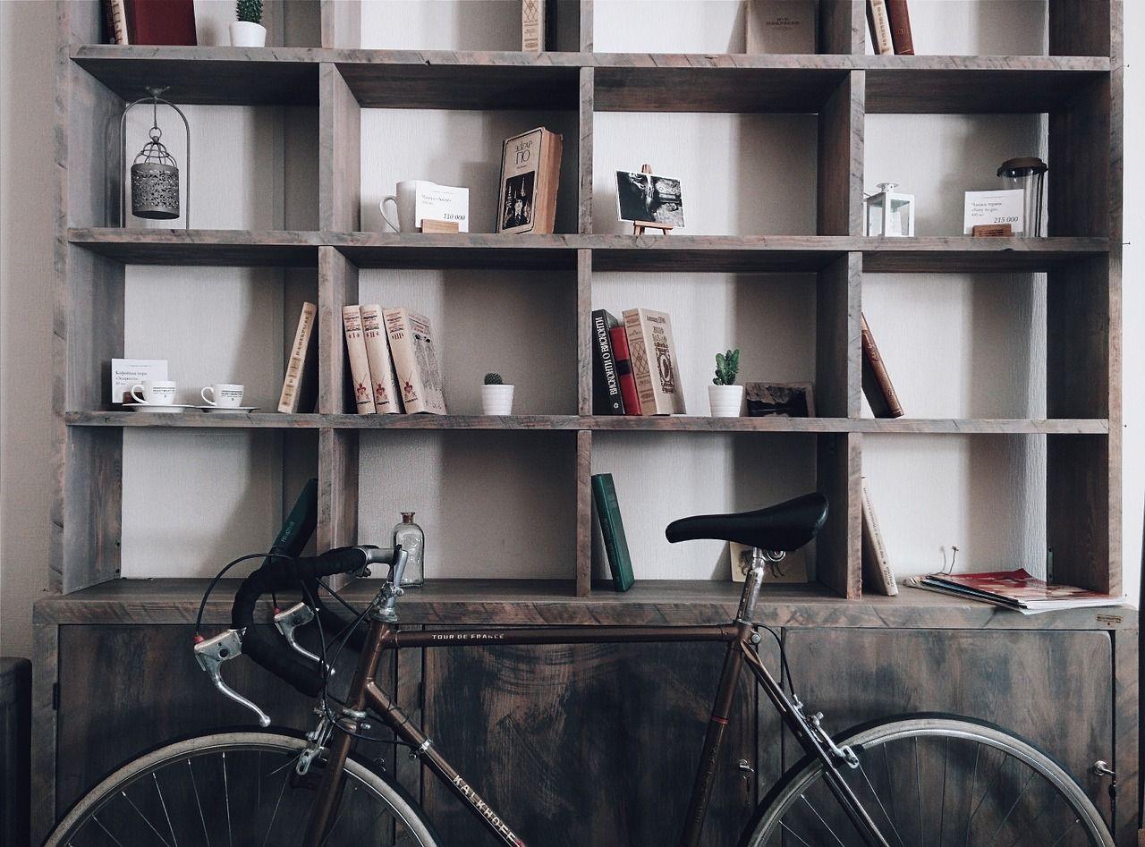 decorar una estantería