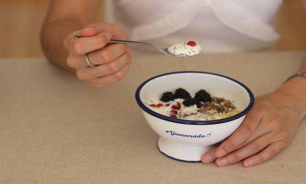 Almendras y té chai con yogur