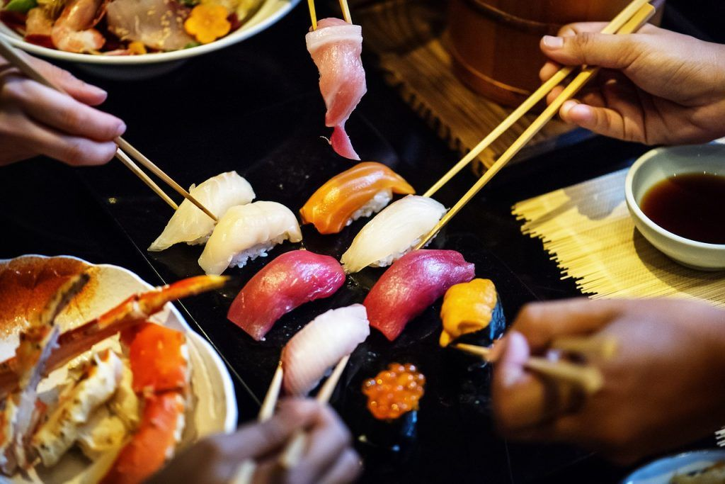 Sushi comida japonesa