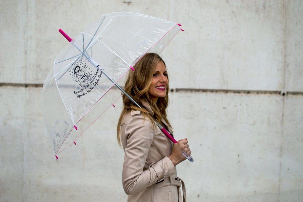 combinar el paraguas para un buen look