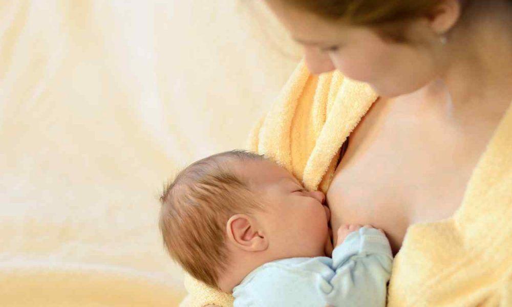 Madre que puede reclamar la devolución del IRPF por la baja de maternidad