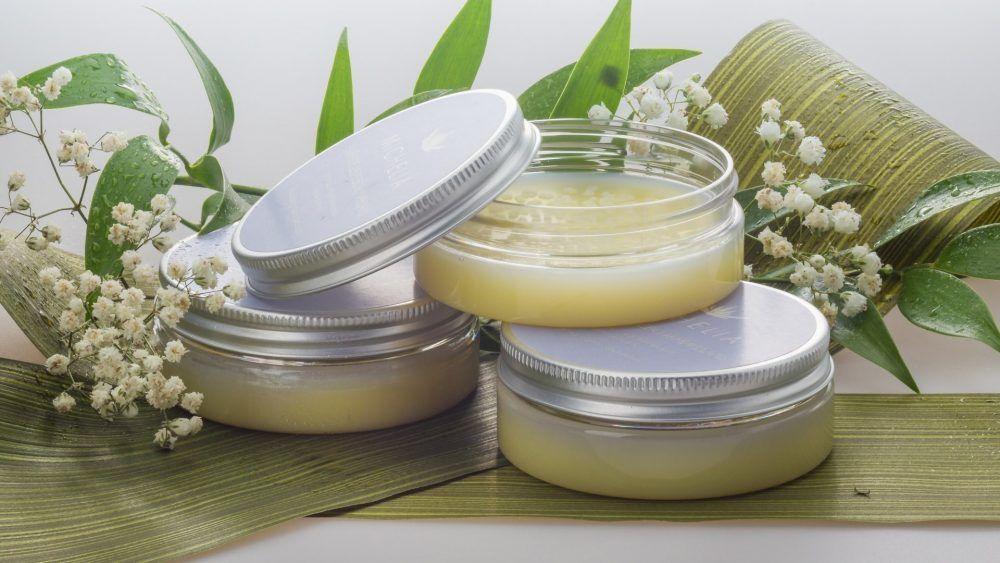Tarros de crema natural para la cara