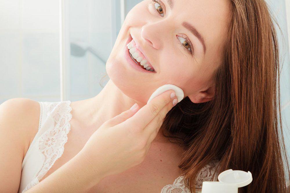 Piel hidratada con pomadas para la piel