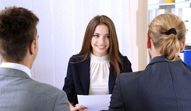 vestirse para una entrevista de trabajo