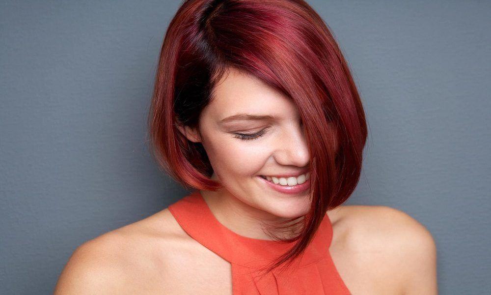 color de pelo rojo iluminado