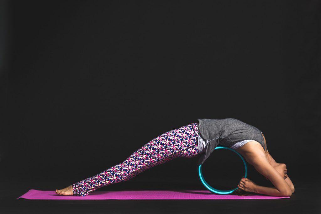 rueda para hacer yoga