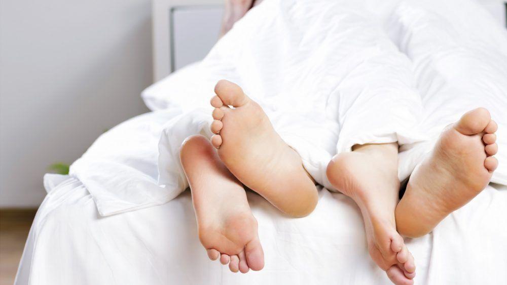 pareja en la cama