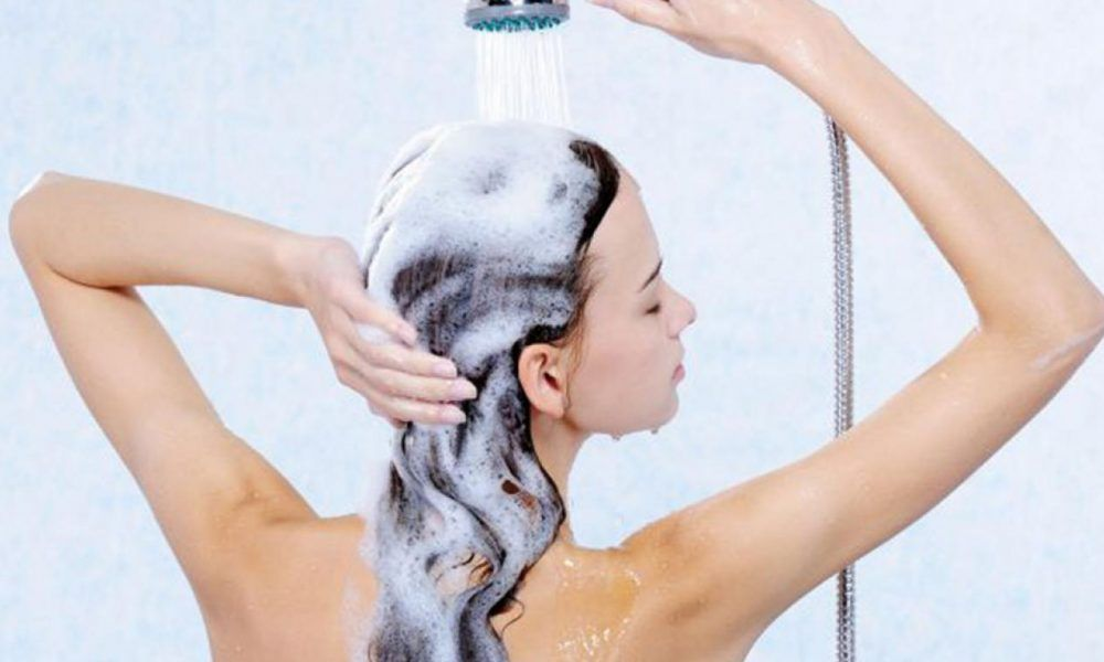 Cada cuánto tiempo lavarse el pelo para mantenerlo fuerte ...