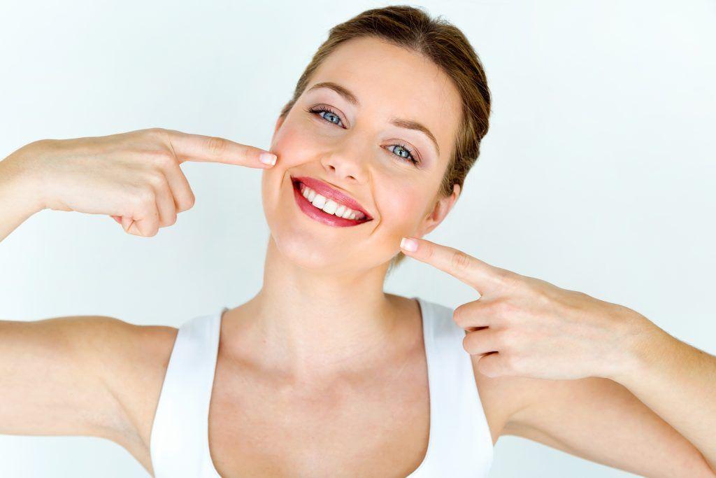 dientes blancos con cúrcuma y aceite de coco