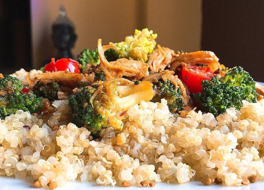 Cazuela de quinoa, pollo y brócoli con queso