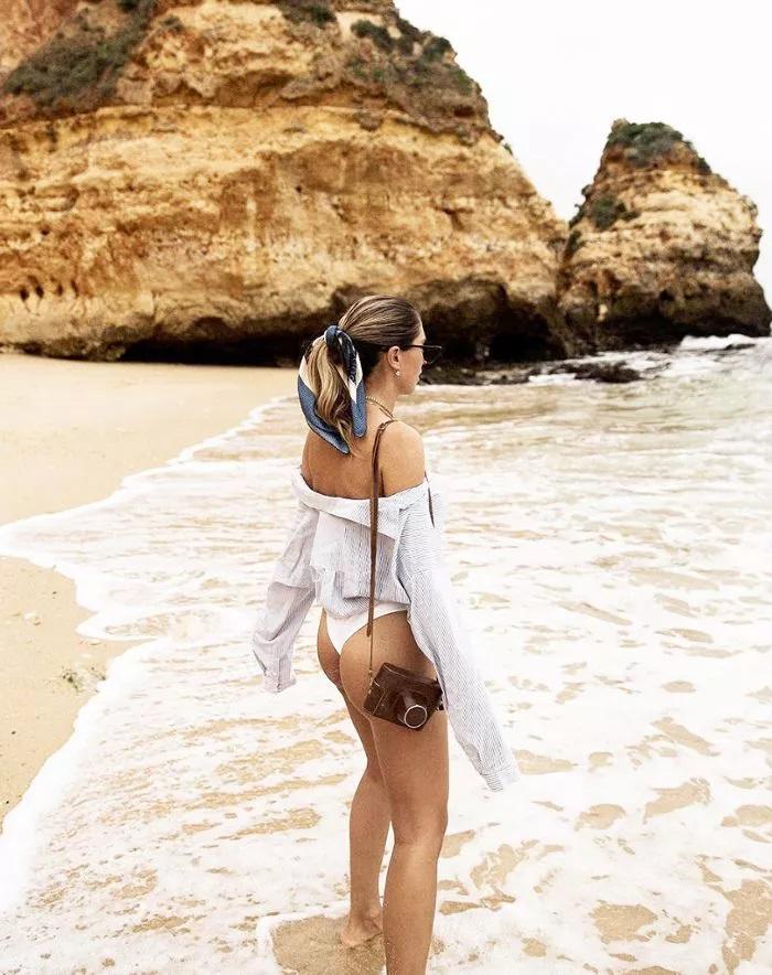 Bañador con camisa y pañuelo