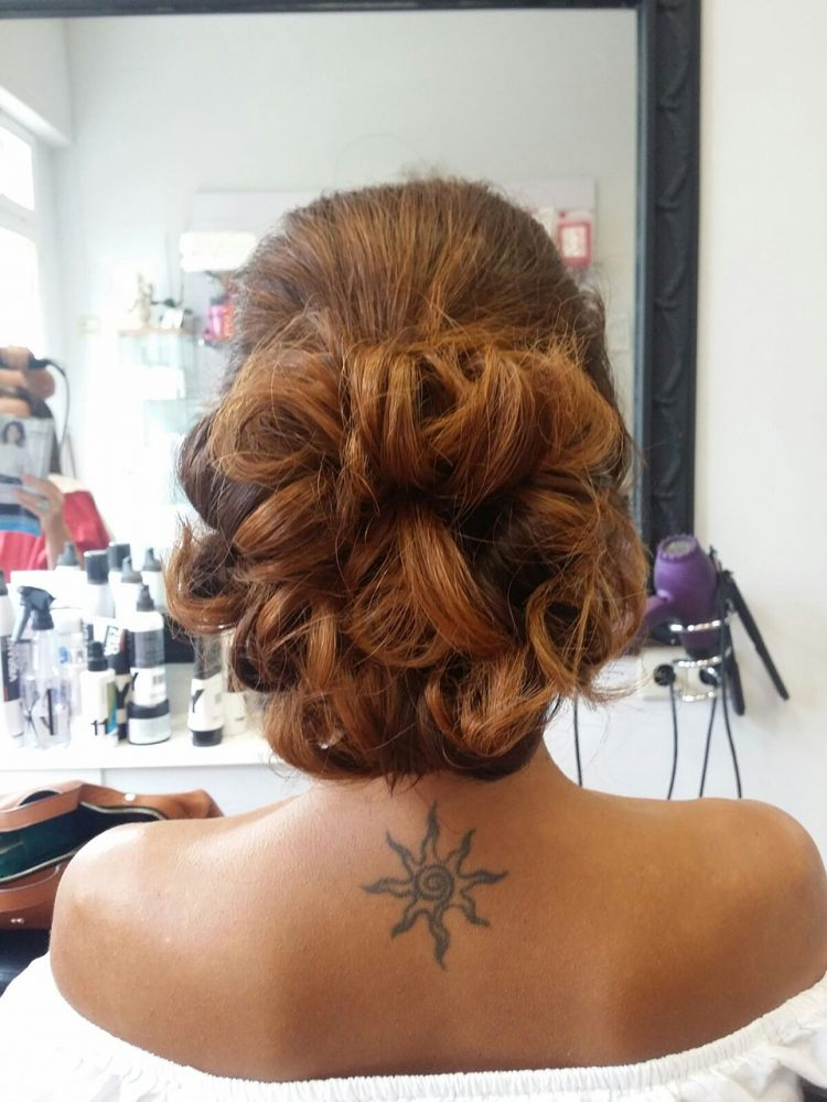Moños despeinados como estilismo para novias