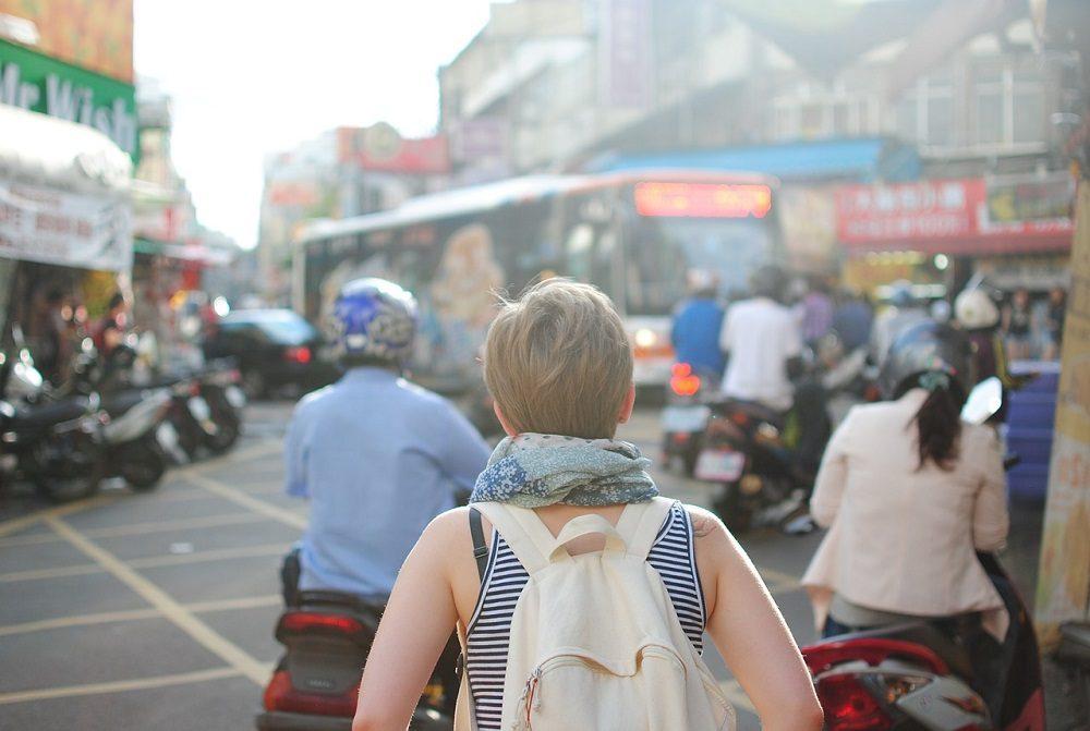Conocer gente viajando sola