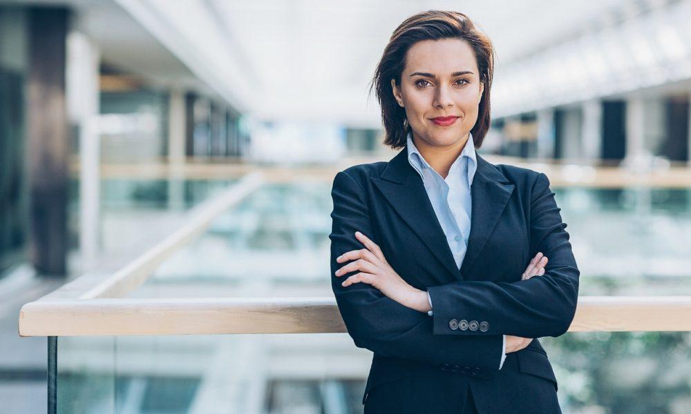 Techo de cristal y dirección para la mujer: un problema real en el mundo real