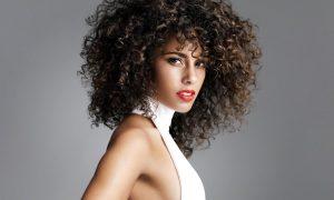 5 formas de hacerte peinados rizados que no conocías