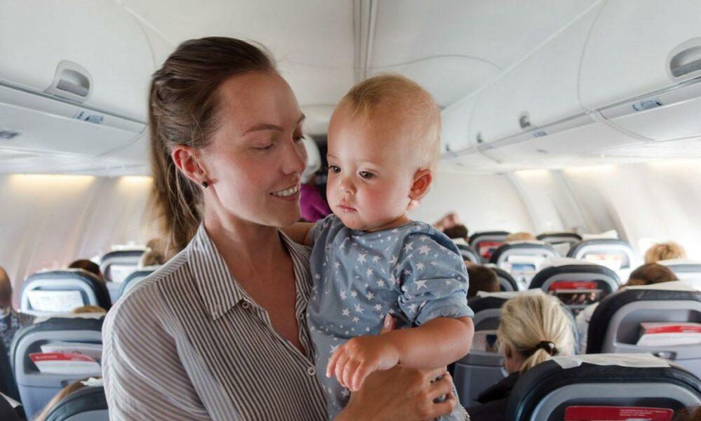 Viajar en avión con bebés