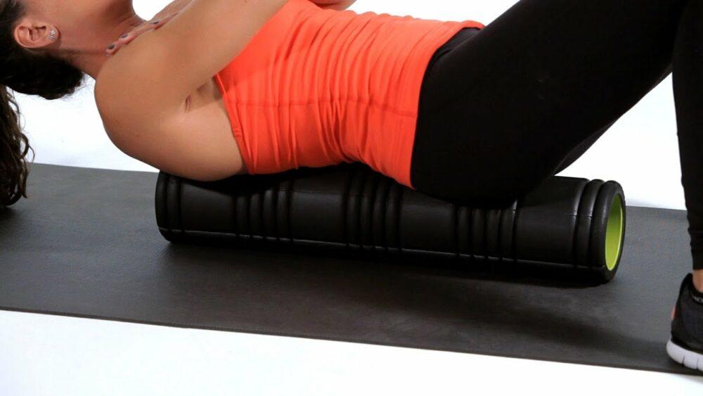Fortalecer núcleo espalda con ejercicios con rodillo de espuma