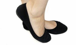 Trucos para combinar zapatos planos y lucir igual de femenina