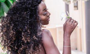 Spray para dar volumen a la raíz del pelo: cómo usarlo correctamente
