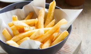 Hacer patatas fritas en el horno es posible y te contamos cómo paso a paso
